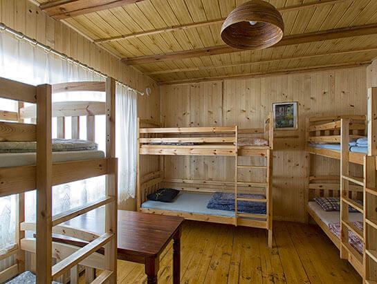 Noclegi, pokój wieloosobowy w schronisku